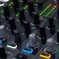 Especialista em treinamento DJ e de produção musical