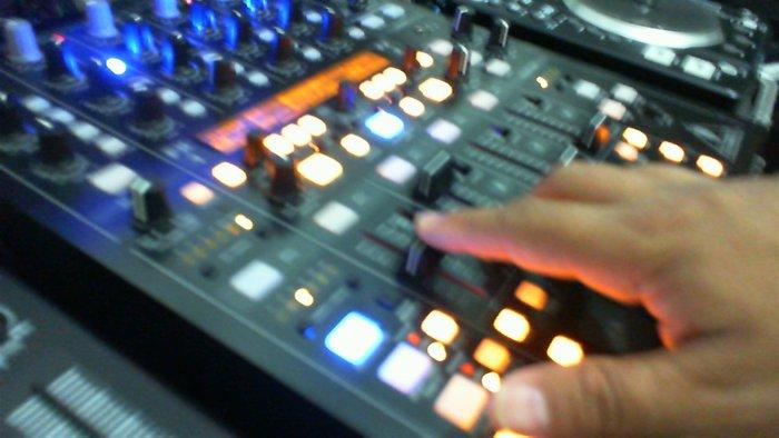 Assim como músico, qualquer um pode ser DJ