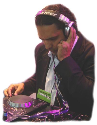 DJ WJP analista, crítico e especialista em treinamento DJ. Instrutor do curso desde 1999.