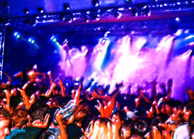 O_DJ_a_musica_e_o_controle_manipulacao_de_publico_3D